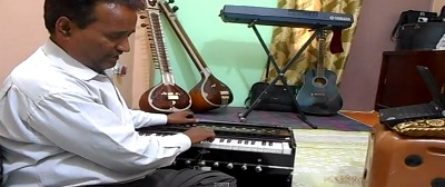 Harmonium-training-online-guru-instructors-Indian-trainer-learning-lessons